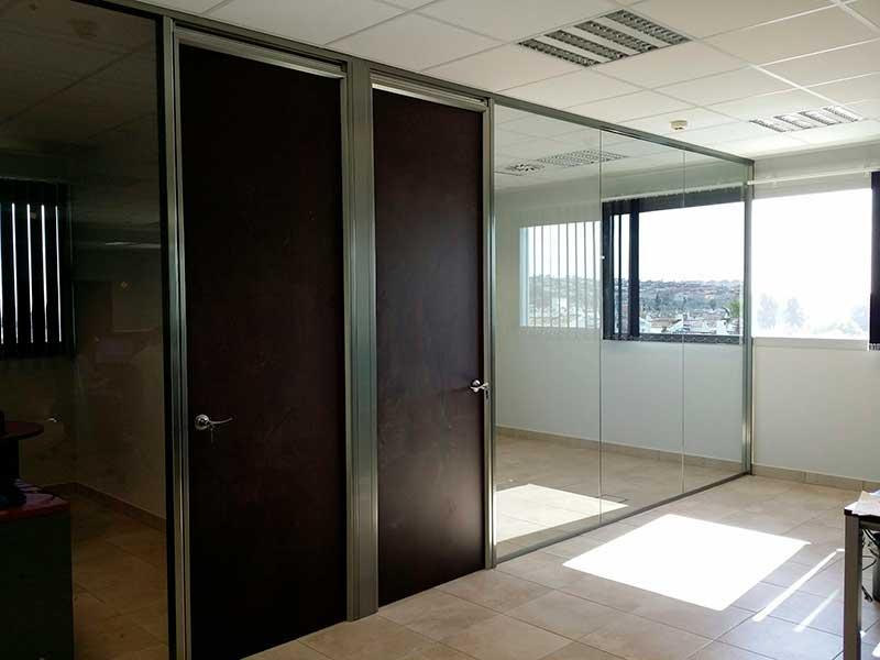 Mamparas de oficina fabricaci n dise o y montaje espa a for Mamparas de oficina sevilla
