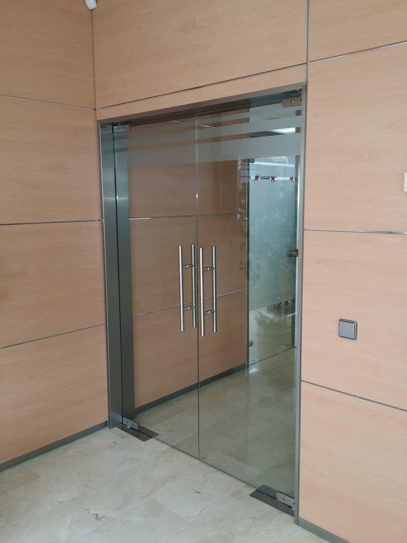 Puertas de aluminio en sevilla excellent carpinteria de - Puertas blindadas sevilla ...